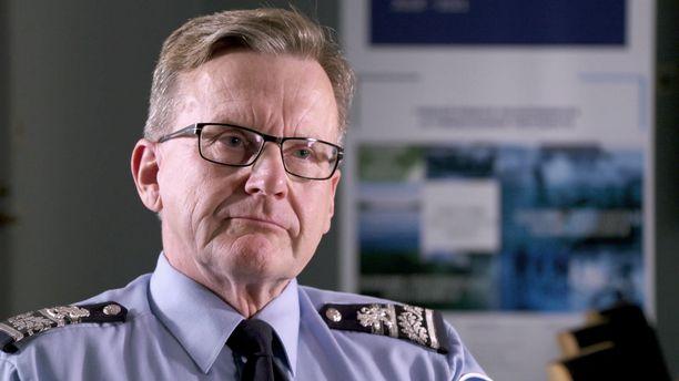 Poliisipäällikkö Taisto Huokko lupaa korjausliikkeitä Itä-Suomen poliisilaitokselle, jossa pohjoiskarjalaiset poliisit ovat menettäneet luottonsa johtoon.