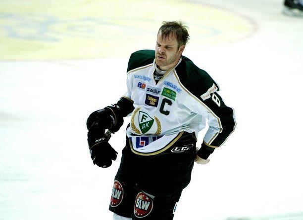 Lindström pelasi muun muassa Färjestadin ja Timrån paidassa. Uran uippu oli mestaruus vuonna 2011.