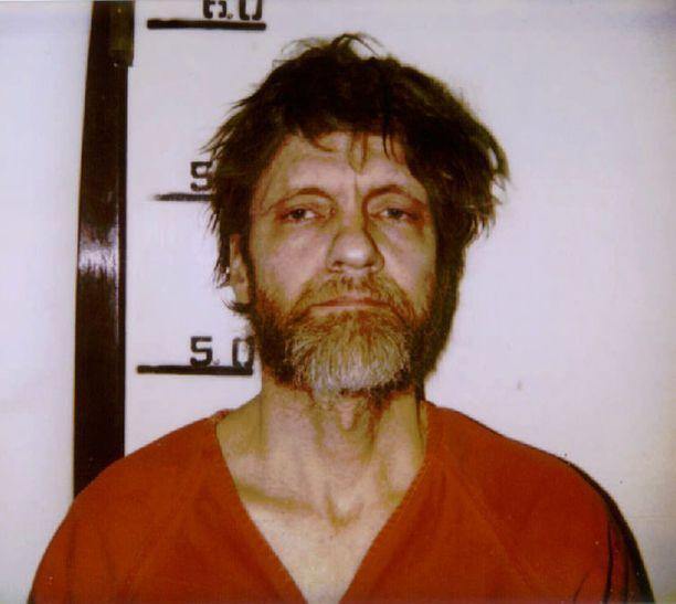 Ted Kaczynski alias Unabomber, 76, terrorisoi yhdysvaltoja 70-90-luvuilla. Hänen kirjepomminsa surmasivat kolme ihmistä. Pidätyskuva vuodelta 1996.
