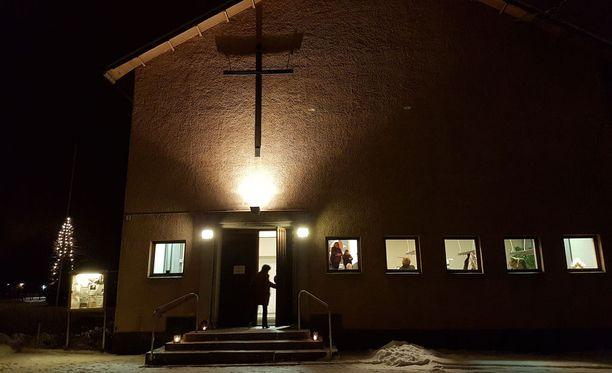 Imatralla pidettiin sunnuntai-iltana hartaushetki kolmoissurman uhrien muistoksi.