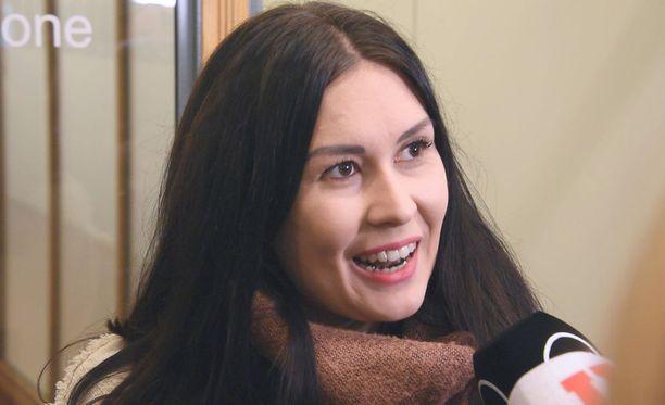 Tiina Elovaara (sin) katsoo, että Mikael Jungnerin ja Hjallis Harkimon kaavailema poliittinen liike ravistelee Suomen politiikkaa hyvällä tavalla.