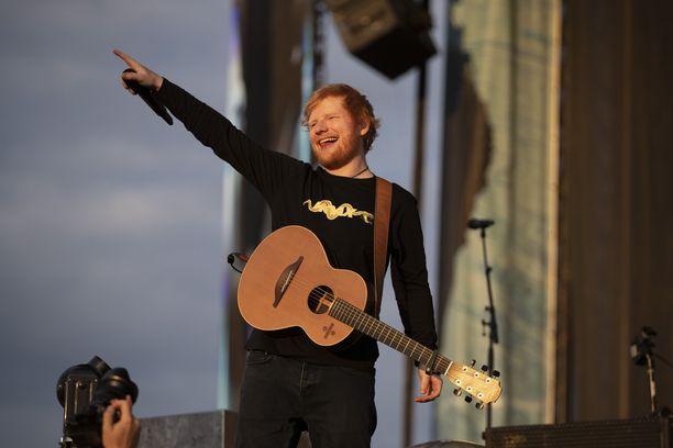 Ed Sheeran kuvattuna Malmin lentokentän konsertissa viime heinäkuussa.