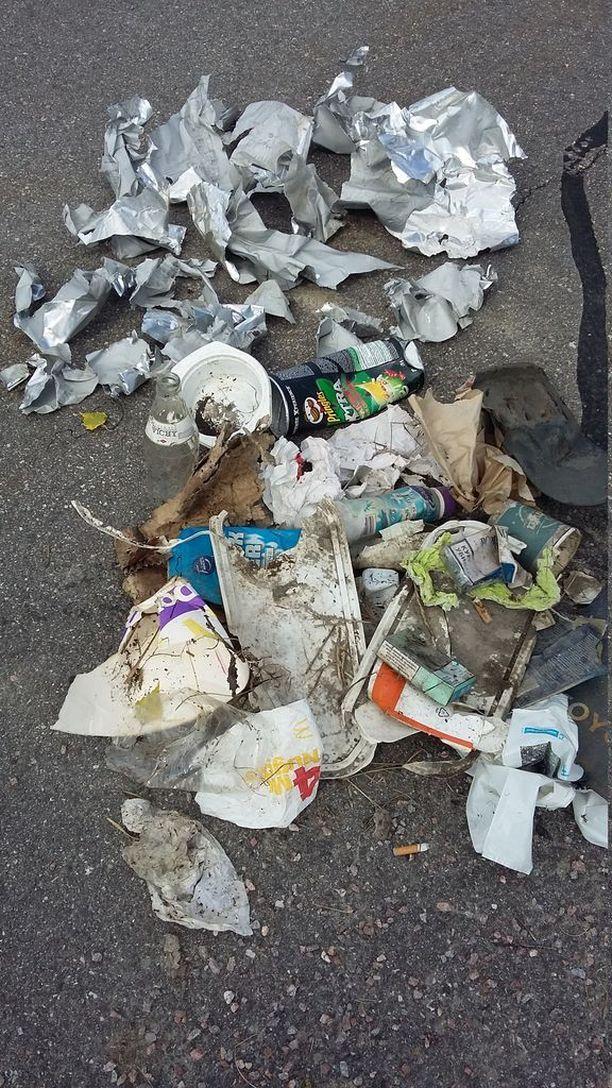 Lyhyeltä matkalta Erkkilät keräsivät valtavan määrän roskia.
