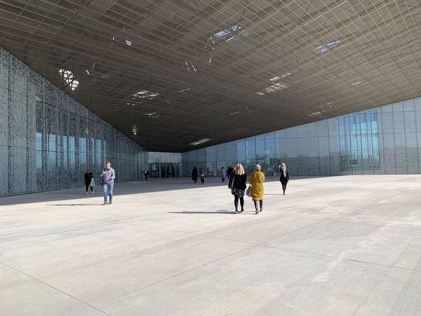 Viron kansallismuseo tekee vaikutuksen jo sisäänkäynnillään.