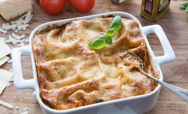 Kokoa lasagne neliön tai suorakaiteen muotoiseen uunivuokaan.