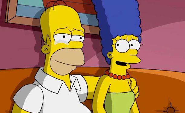 Homerin roolissa on kuultu alusta asti Dan Castellanetaa, Margen roolissa puolestaan Julie Kavneria.
