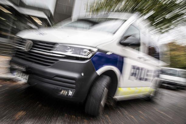 Parikymppinen kaksikko ryösti taksin Turussa veitsellä uhaten. Toinen sai myöhemmin surmansa ulosajossa.