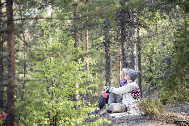 Nuuksiossa voi retkeillä mihin vuodenaikaan tahansa. Haltiassa on mahdollista tutustua koko Suomen luontoon.