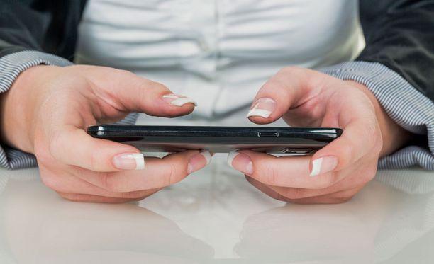 Kännykänkäyttö lisääntyy etenkin Aasiassa.