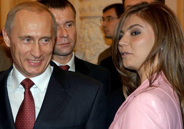 Putinin, 62, on huhuttu seurustelevan entisen olympiavoimistelijan Alina Kabajewan, 31, kanssa vuodesta 2008 lähtien. Vaimostaan Putin erosi virallisesti vuonna 2014.