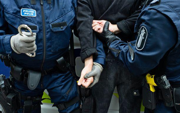 Poliisi löysi tekijät useita päiviä myöhemmin tekijöiden asunnosta. Kuvituskuva.