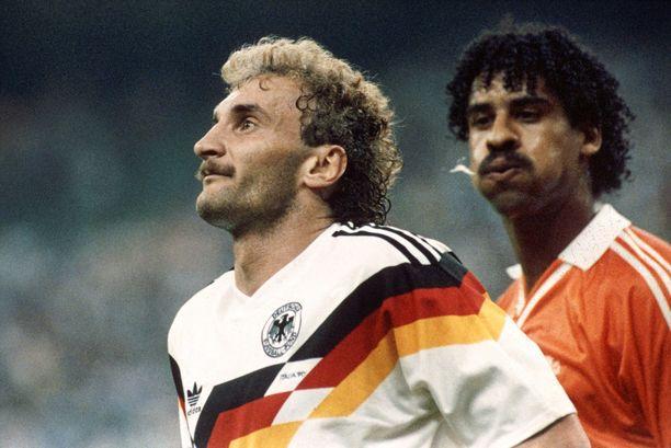 Frank Rijkaard syyllistyi rumaan tekoon Hollannin ja Saksan välisessä MM-ottelussa.