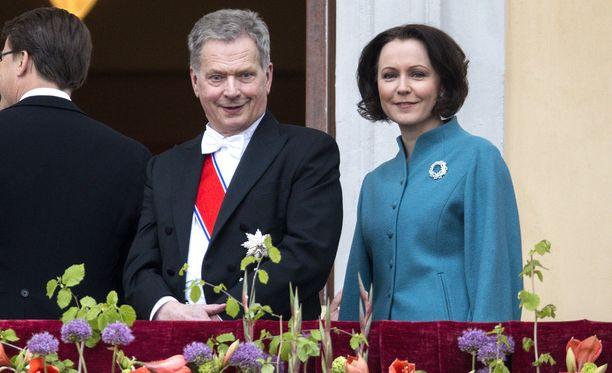 Tasavallan presidentti Sauli Niinistö ja presidentin puoliso Jenni Haukio kertoivat, että heidän perheensä kasvaa ensi helmikuussa. Pariskunnan mukaan lasta on odotettu vuosien ajan. Kuva Oslosta toukokuulta.