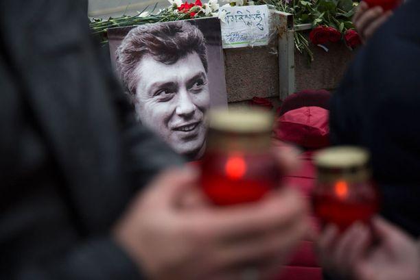 Venäjän duuma tulistui europarlamentin vaatimuksesta järjestää riippumaton kansanvälinen tutkinta venäläisen oppositiopoliitikon Boris Nemtsovin murhasta.