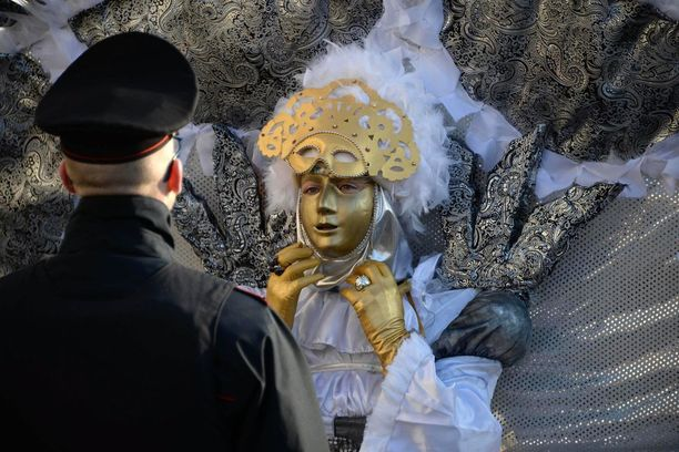 Karnevaalitapahtumat kiinnostavat ympäri maailman, ja tuovat Venetsiaan turisteja monesta maasta.