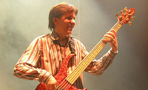Mike Porcaro oli Toton basisti.