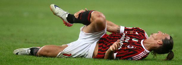 Zlatan loukkasi jalkansa sunnuntaina. Kuvan ei ole jutun ottelusta.