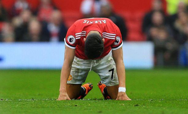Alexis Sánchezin asento kertoo kaiken olennaisen: Manchester United on polvillaan.