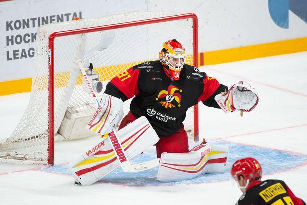 Antti Niemi on saanut huonon alun KHL-uralleen.