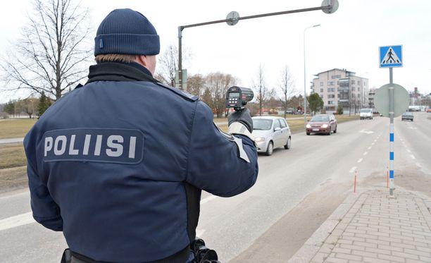 Poliisi valvoi tehostetusti viime viikon liikennettä. Arkistokuva.