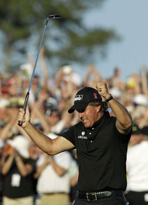 Phil Mickelson saavutti uransa kolmannen Masters-voiton.