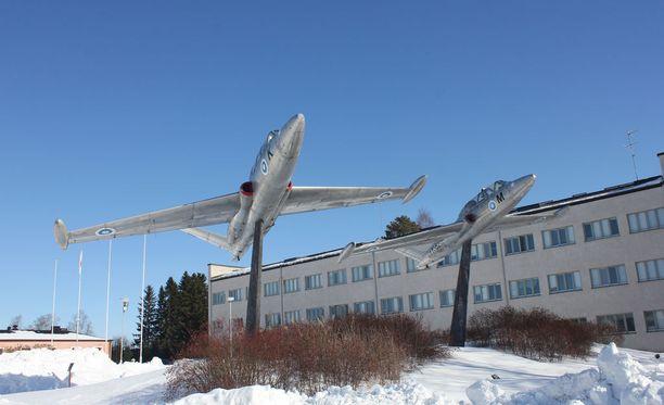 Kauhavan vastaanottokeskus sijaitsee entisen Ilmasotakoulun alueella.