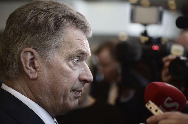 Kiistan päähenkilöt ovat presidentti Sauli Niinistö sekä entinen ulkoministeri Erkki Tuomioja (sd).