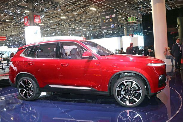 SUV-malli on sedanin tapaan liki 5 metriä pitkä.