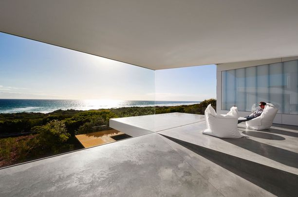 Villa Maritiman terassilla kelpaa paistatella päivää.
