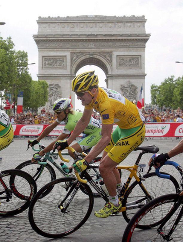 Floyd Landisin urakka päättyi Pariisiin.