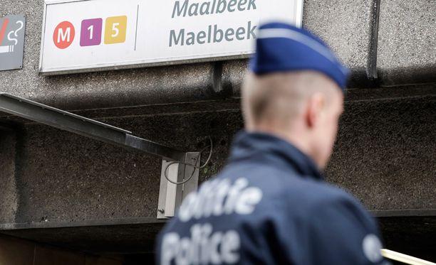 Haaretz-lehden mukaan tiedustelupalveluilla oli tieto iskusuunnitelmista lentokentälle ja mahdollisesti myös metroon kohdistuvasta uhasta.