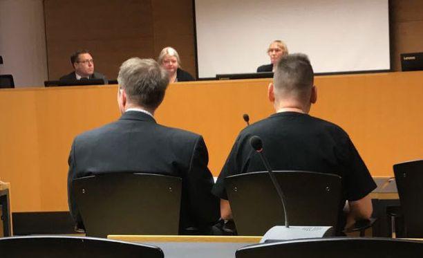 Helsingin Lönnrotinkadun yliajosta syytetyn miehen tapausta puidaan oikeudessa jälleen maanantaina. Miestä syytetään murhasta, viidestä tapon yrityksestä ja törkeästä liikenneturvallisuuden vaarantamisesta.