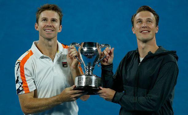 Pekingin ATP-turnaus päättyi John Peersin ja Henri Kontisen juhliin. Kuva tammikuun Australian avoimista.