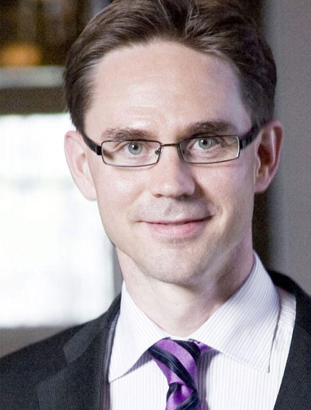 Valtiovarainministeri Jyrki Katainen (kok) taipui maanantaina muuttamaan vihreäksi mainostamaansa energiaverouudistusta hieman enemmän vihreäksi.