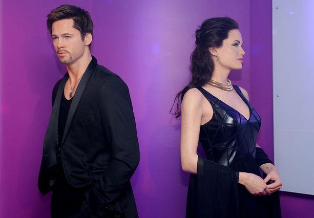 """Kun tieto Brad Pittin ja Angelina Jolien erosta kiiri maailmalle, myös heidän vahanukkensa Madame Tussaudsin museossa """"erosivat""""."""