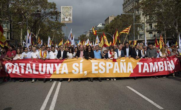 Katalonian aluejohtajan vastausta odotetaan maanantaina.
