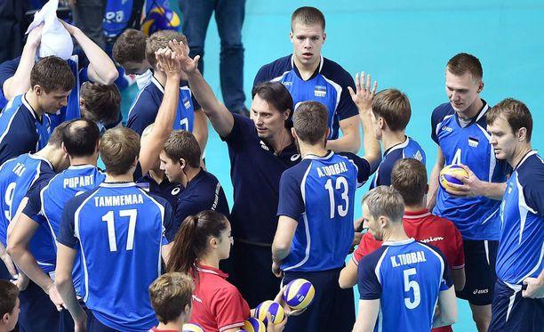 Viron lentopallojoukkue pääsi juhlimaan paikkaa pudotuspeleissä.