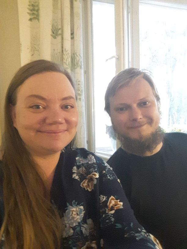 Satu ja Jaakko ovat olleet yhdessä 16 vuotta ja heillä on kolme lasta.