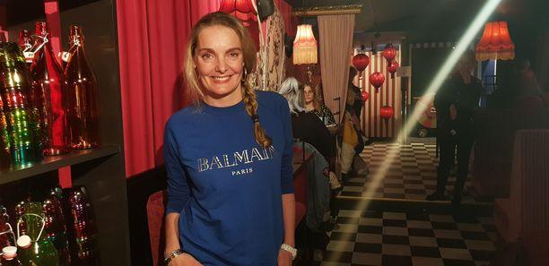 Muotiasiantuntijana ja mallinakin tunnettu Klara Kivilahti saapui katsomaan Helsinkiin avattua uutta ravintolaa.