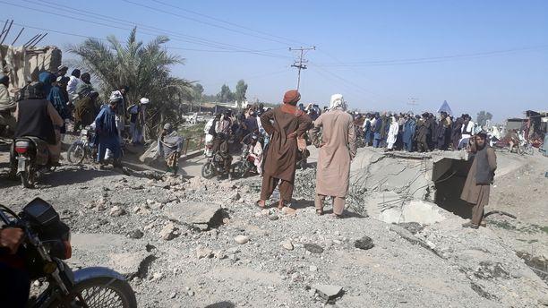 Äärijärjestö Talebanin taistelijoita Lashkar Gahin kaupungissa Afganistanissa 13. elokuuta.