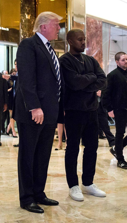 Kanye West tapasi Trumpin rennosti pukeutuneena.