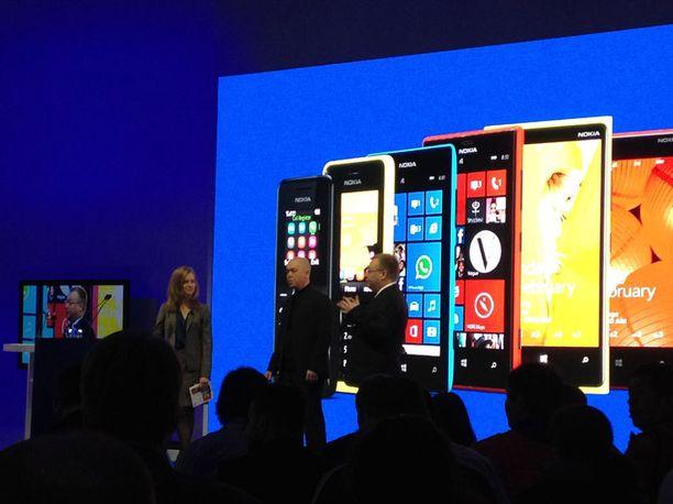 Marko Ahtisaari ja Stephen Elop esittelivät Nokian puhelimia.