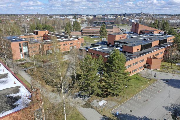 Itä-Suomen yliopisto (kuvassa) on välittänyt satoja tuhansia euroja Opetus- ja kulttuuriministeriöltä (OKM) saatuja avustuksia suoraan arkkipiispan seuralle.