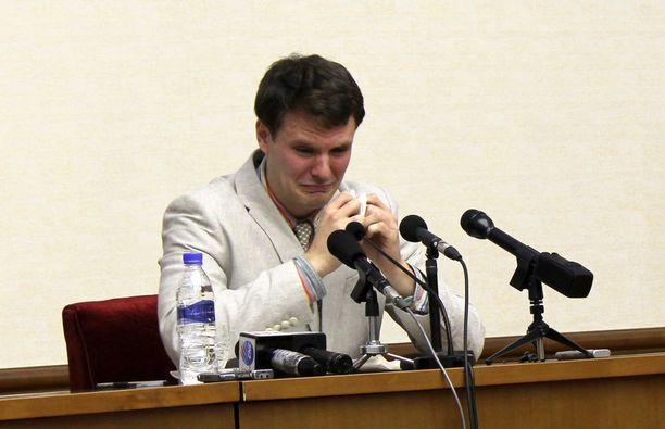 Otto Warmbier lehdistötilaisuudessa Pjongjangissa helmikuussa 2016.