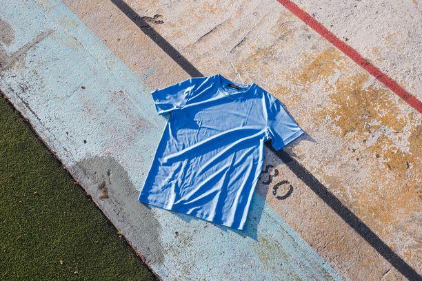 Hienosta merinovillasta valmistettu t-paita on monipuolinen vaate, joka toimii myös urheilussa.