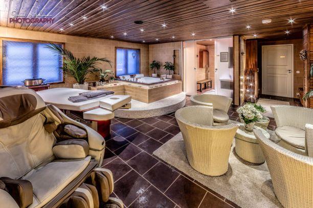 Vantaan kallein talo on televisossakin nähty Villa Grande. Talon varusteluun kuuluu muun muassa spa-osasto porealtaalla. Talossa on 800 neliötä ja sen pyyntihinta on 2 420 000 euroa.