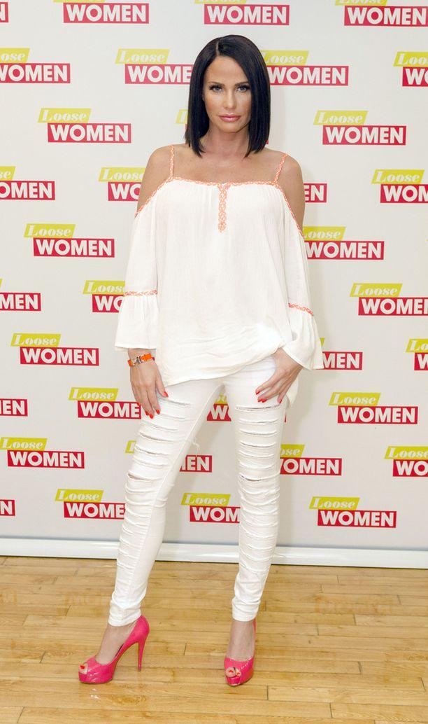 Katie Price käyttää nykyisin huomattavasti hillitympiä vaatteita kuin takavuosina.