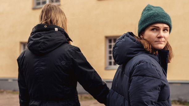Ronja Salmi pohtii ohjelmassaan, osataanko suhteissa keskustella tarpeeksi suhteen rajoista ja säännöistä.