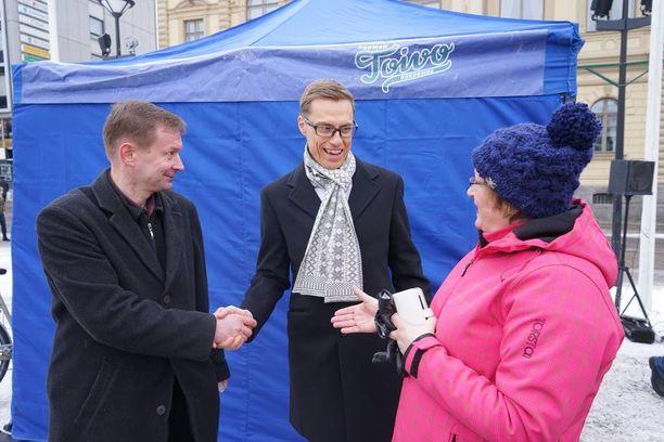 Stubb puhui kansalaisten kanssa muun muassa jaloviinasta, isovanhemmista ja Puolustusvoimista.