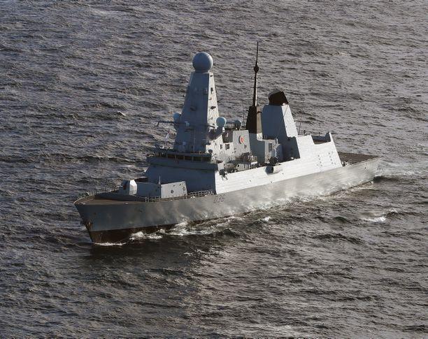 HMS Defender seilasi tahallaan Ukrainan aluevesille alueella, jota Venäjä pitää omanaan.